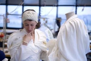 La prova del vestito prima di partire. Fotografia di Danilo Borrelli ©